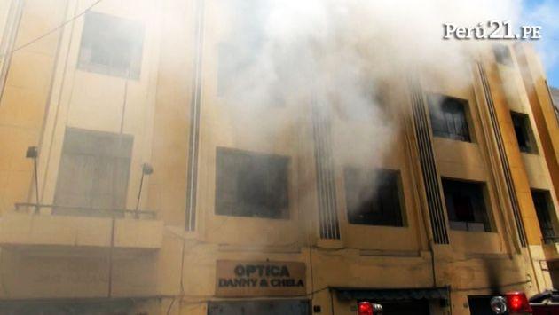 Incendio en el Cercado de Lima ya fue controlado por los bomberos. (Perú21)