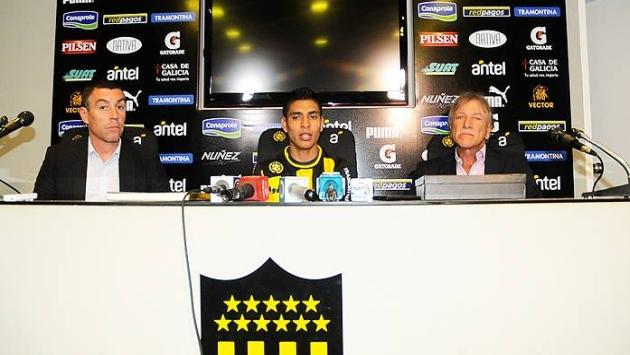 Paolo Hurtado fue presentado en el Peñarol de Uruguay. (Club Peñarol)