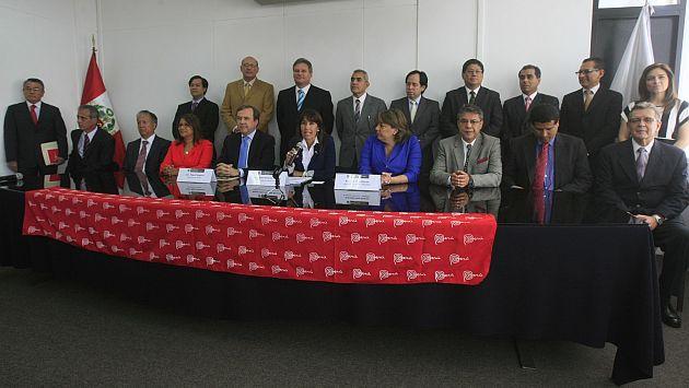 La ministra Magali Silva presentó a los consejeros comerciales designados. (Andina)
