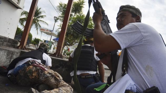 Militares y grupos de autodefensas se enfrentaron durante la madrugada. (Reuters)