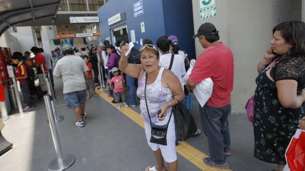Metro de Lima: Usuarios expresaron su molestia en estaciones. (Luis Gonzales)