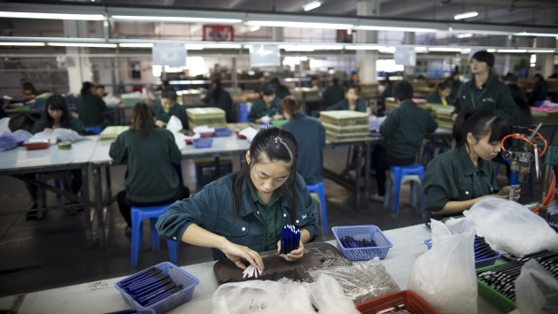 HAY MENOR EMPLEO. La industria fabril china sigue retrocediendo. (Bloomberg)