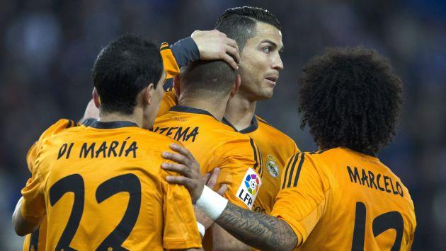 Cristiano Ronaldo felicita a Karim Benzema por su gol ante Espanyol. (EFE)