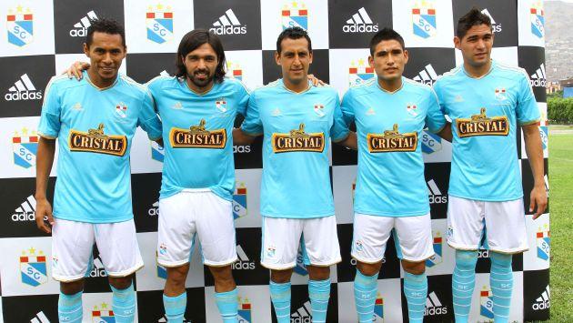 Sporting Cristal hizo que sus jugadores luzcan la nueva camiseta. (Difusión/Perú21)