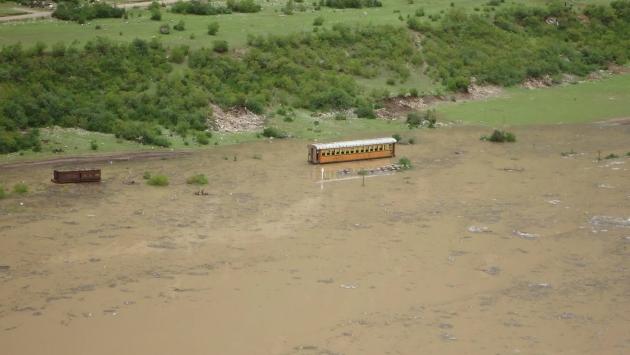 Huancavelica: Carretera y línea férrea destruidos por huaicos. (Defensa Civil)