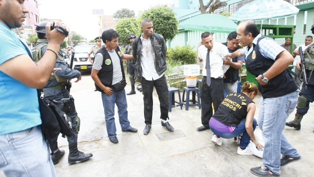 Ladrones llevaban biblias. (Mónica Palomo/Canal 4)