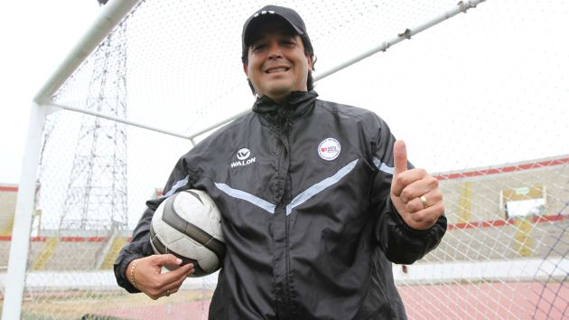 Víctor Rivera señala que al futbolista peruano hay que saberlo conocer. (Depor)