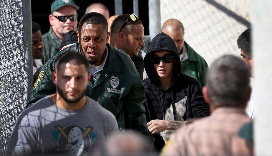 Justin Bieber, detenido esta madrugada en Miami por conducir bajo la influencia de sustancias tóxicas y a velocidad excesiva en una carrera ilegal, fue puesto en libertad tras pagar una fianza de US$2,500. (AFP)