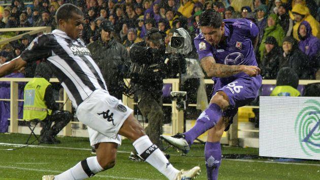 Fiorentina venció 2-1 al Siena con Juan Vargas en la cancha. (EFE)