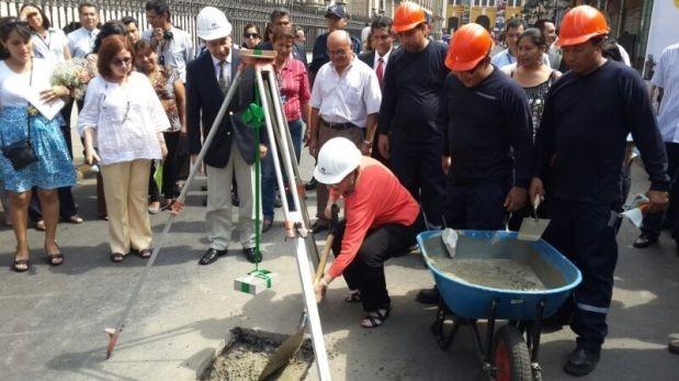 La alcaldesa Susana Villarán encabezó los primeros trabajos. (El Comercio)