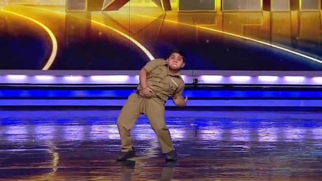 Akshat Singh durante su espectacular performence en India\'s Got Talent. (Internet)