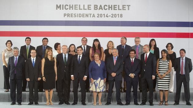 Los 23 de Bachelet. La presidenta electa de Chile designó a 14 hombres y 9 mujeres como ministros. (EFE)