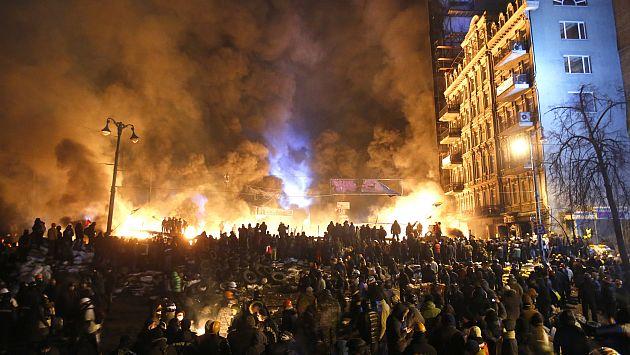 Choques entre la Policía y manifestantes volvieron a escalar este sábado. (AP)