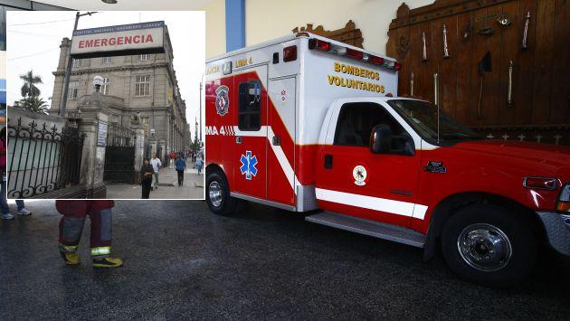 Dos ambulancias fueron retenidas en el hospital Loayza por falta de camillas. (USI)