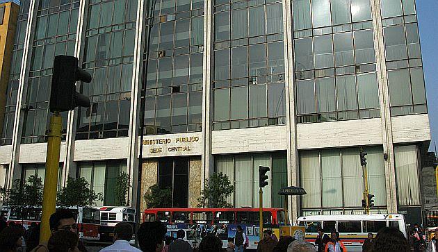 Fiscal a tambi n investiga compra inflada de binoculares for Ministerio de interior en ingles