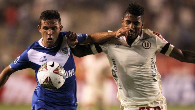 Universitario no supo sacar provecho de su localía ante Vélez Sarsfield. (EFE)