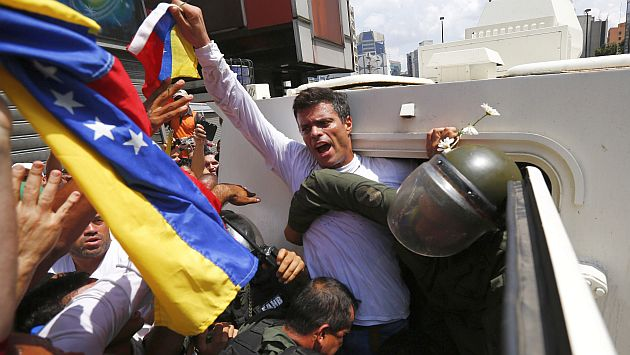 Venezuela: Leopoldo López se entrega a la Guardia Nacional. (Reuters)