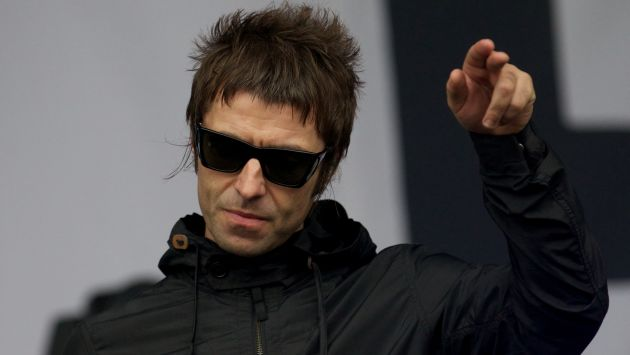 Liam Gallagher cumple reto del agua y desafía a su hermano Noel