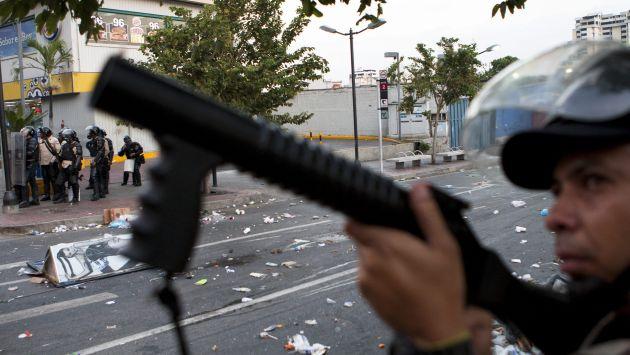 Fiscalía venezolana admite excesos policiales en represión a protestas. (EFE)