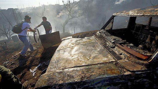 Chile: Hay cinco familias peruanas afectadas por incendio en Valparaíso. (AFP)