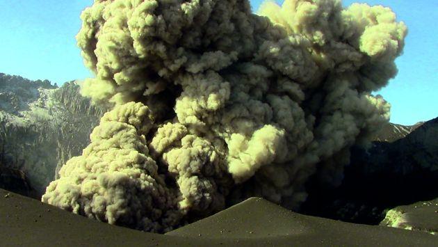 Inician evacuación de 4,000 habitantes de poblados cercanos al volcán Ubinas, que incrementó su actividad. (Difusión)