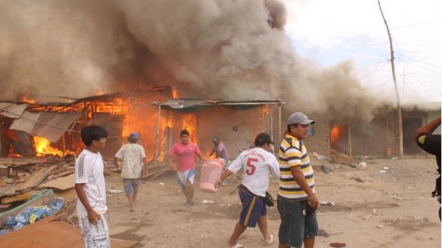 Siniestro se habría ocasionado por chispas de cocina de carbón. (Andina)