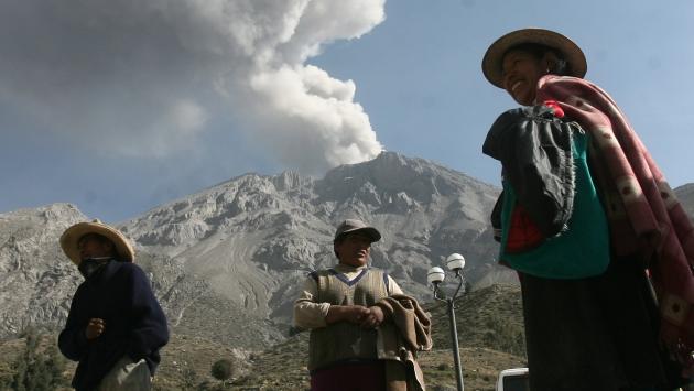 Volcán Ubinas: Cenizas se esparcen y afectan poblados. (Heiner Aparicio)