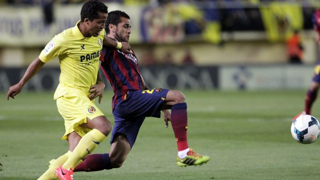 Villarreal expulsó de por vida a hincha que arrojó plátano a Dani Alves. (Reuters)