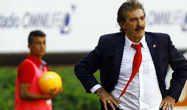 Ricardo Lavolpe ya no es más el técnico del Chivas de México. (AFP)