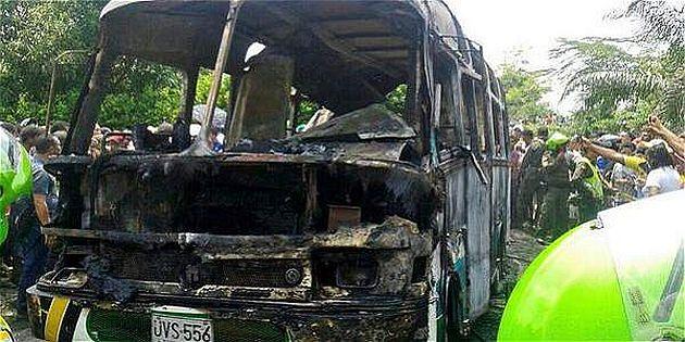 Resultado de imagen para bus quemado de fundación