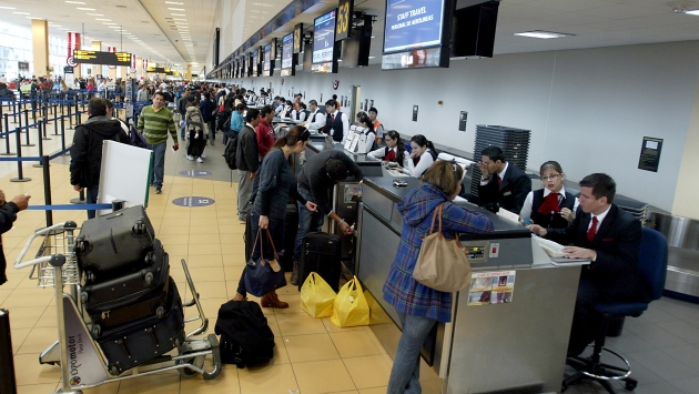 Dirandro identifica mafias que \'siembran\' droga a turistas. (Perú21)