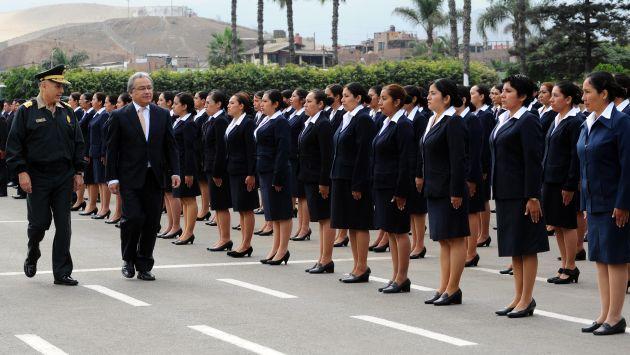 Polic a nacional unos 1 127 profesionales y t cnicos se for Ministro de la policia nacional