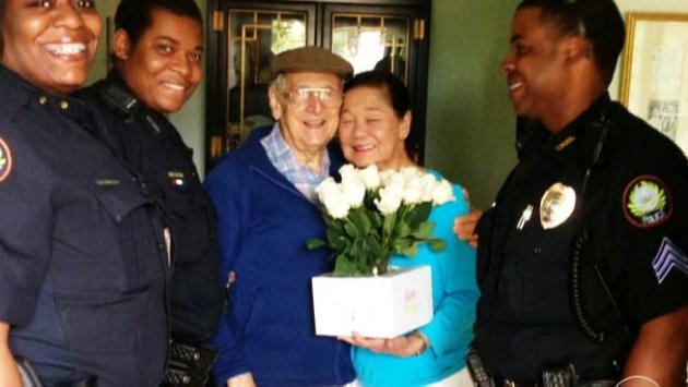 Anciano tuvo gesto con su esposa por el Día de la Madre. (Captura)