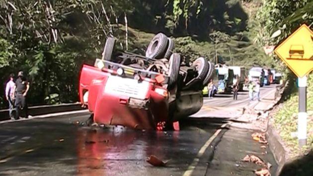 Vuelco de cisterna causa derrame de 3,000 galones de combustible en Junín. (Andina)