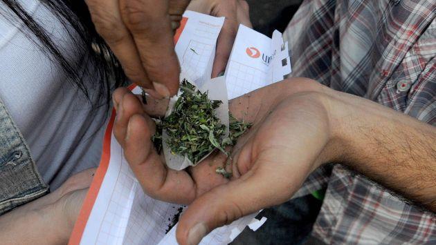 Los expertos señalan que los daños que causa la marihuana son mayores a los beneficios de legalizar su venta. (David Vexelman)