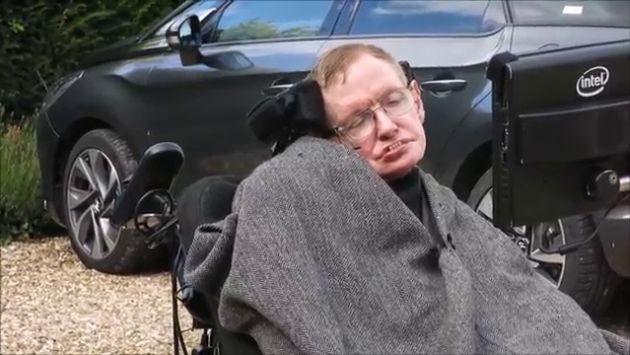 'Ice Bucket Challenge': Hijos de Stephen Hawking lo ayudaron a cumplir reto