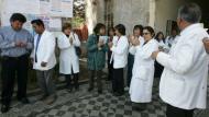 EN ESPERA. Médicos piden a las autoridades que reflexionen. (Heiner Aparicio)