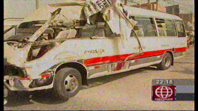 Cúster del 'Chosicano' chocó contra mototaxi y automóvil en Chaclacayo. (América TV)