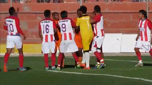 Copa Perú: Insólita celebración de gol desató bronca en pleno partido
