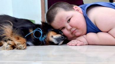 Brasil: Tiene 3 años, pesa 70 kilos y sus padres piden ayuda para salvarlo