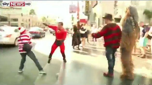 'Mr. Increíble' y 'Batichica' se pelearon en Paseo de la Fama [Video]
