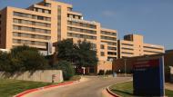 Enfermos ya no quieren ir al Hospital Presbiteriano de Dallas, donde murió paciente con ébola. (AFP)
