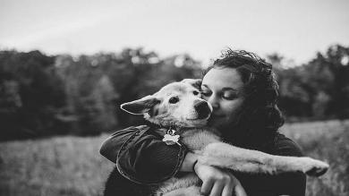 El sentido adiós de una fotógrafa a su perro luego de 16 años de amistad