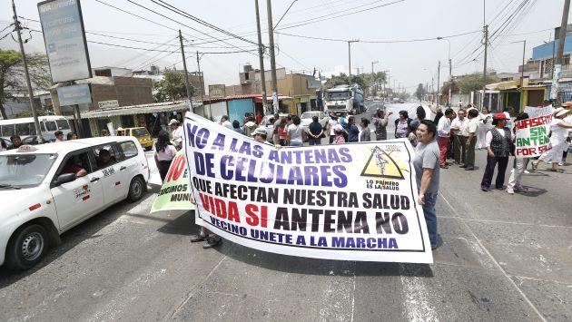EN CONTRA. Vecinos marcharon por las calles de Chaclacayo. (César Fajardo)