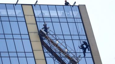 Chile: Rescate de obreros que estuvieron a punto de caer del piso 20 [Fotos]