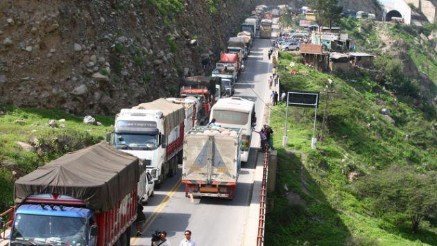 Vehículos pesados no circularán el 24 y 31 de diciembre. (Andina)