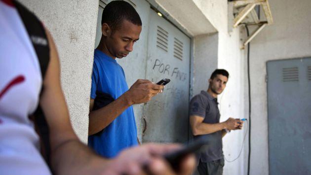Cuba promete mejorar su servicio de acceso a Internet.  (AP)