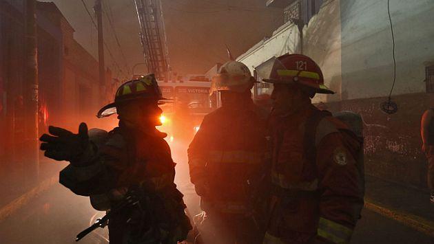 Bomberos atendieron 50 incendios en año nuevo. (Óscar Farje/Andina)