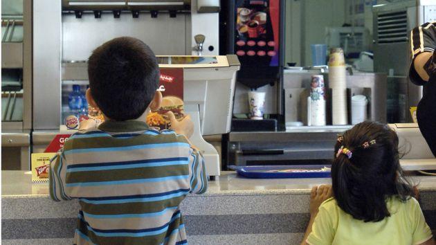 Comida chatarra: Se venden alimentos poco nutritivos. (Bloomberg)