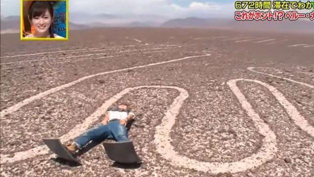 Reportera no tuvo reparos en tirarse sobre la figura del Colibrí. (Captura YouTube)